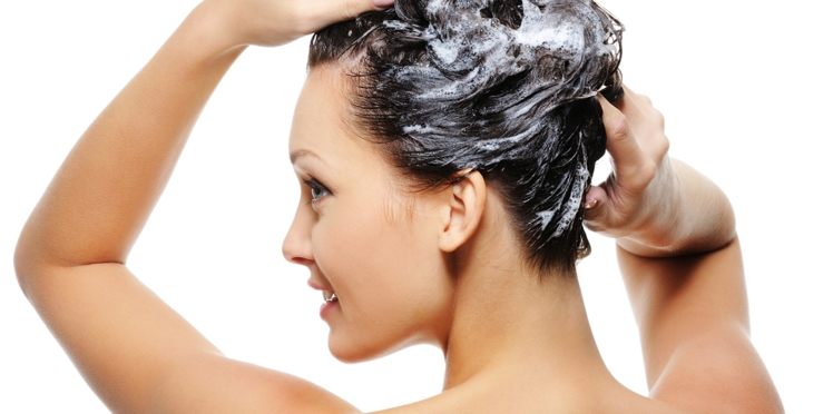 Cheveux colorés, quel shampooing utiliser ?