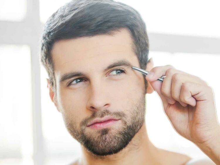 Couper les sourcils homme