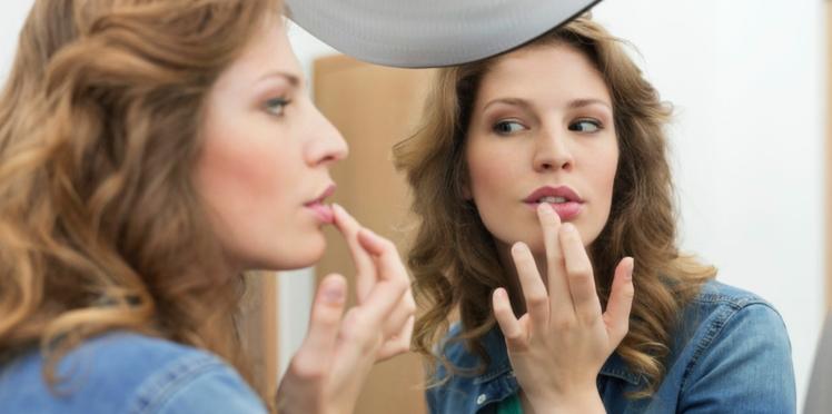 Teint, yeux et lèvres : le maquillage au doigt