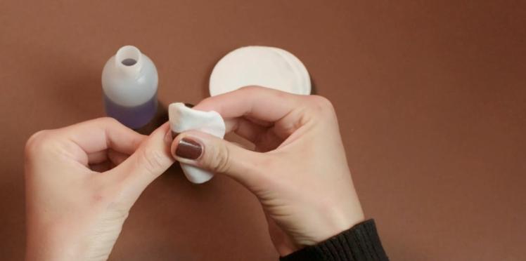 Comment bien enlever son vernis à ongles ? (vidéo)