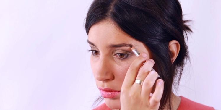 Vidéo : densifier ses sourcils grâce au maquillage