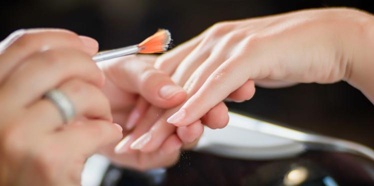 Faux ongles ou vernis semi-permanent, quelle technique est la plus adaptée pour moi ?