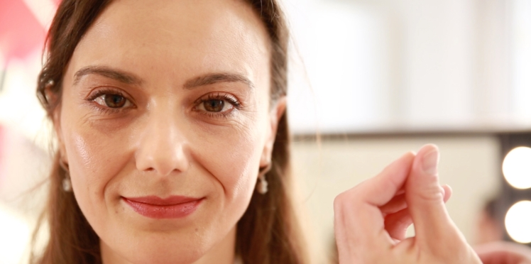 Maquillage anti-âge : les astuces anti-fatigue