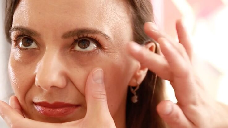 Maquillage anti-âge : camoufler les rides (vidéo)