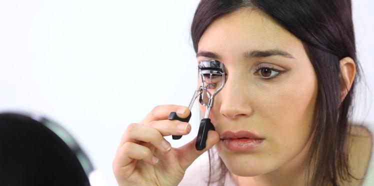 Vidéo : la méthode infaillible pour réaliser un trait d'eye-liner parfait