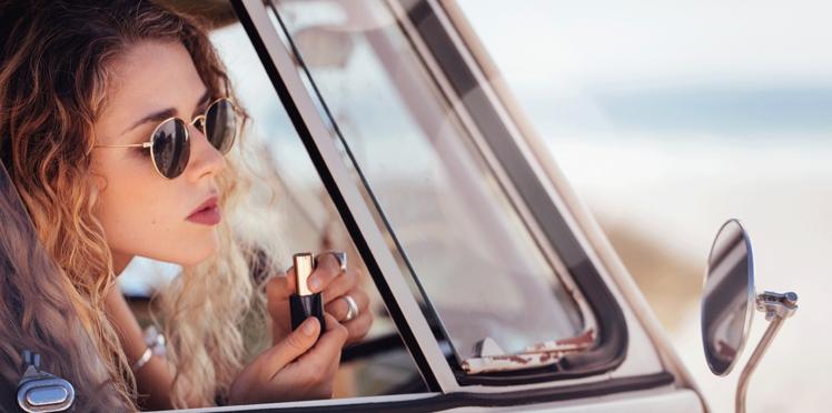 Quels essentiels make-up glisser dans mon vanity d'été ?