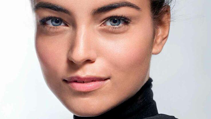 Vidéo - Maquillage de fêtes : le teint lumineux