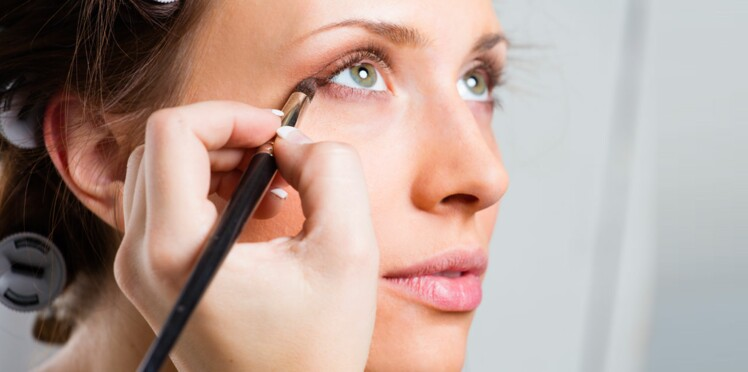 8 astuces make up pour rajeunir le regard