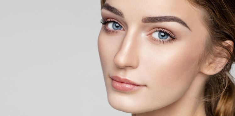 Comment adopter le maquillage semi permanent des sourcils à la maison