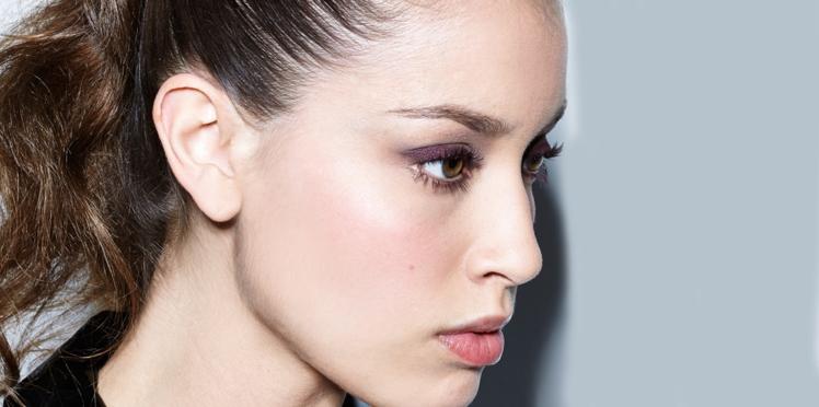 Vidéo : Comment réussir un look prune sur les yeux ?