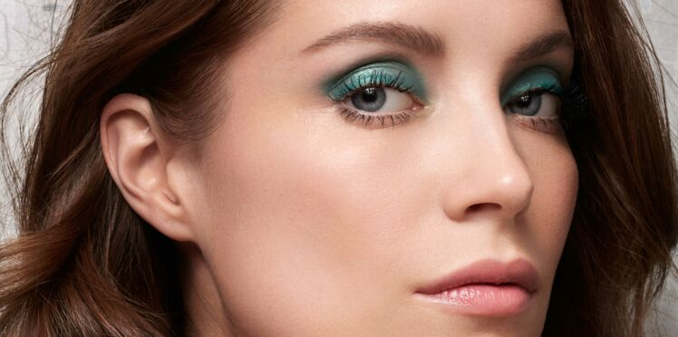 Vidéo - un maquillage vert pour les yeux clairs