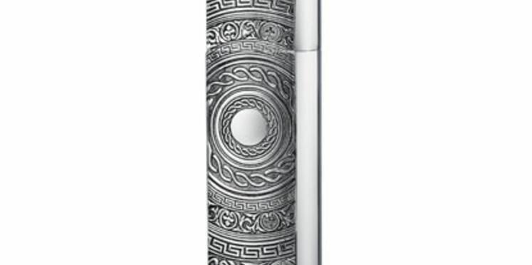By Kilian habille son vaporisateur de voyage de bronze blanc pour Noël