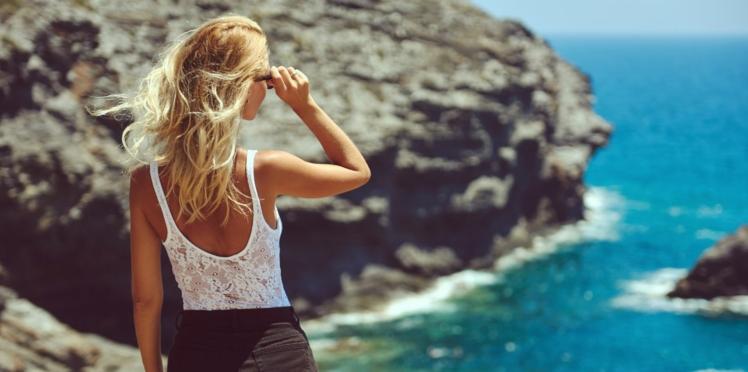 Découvrez la coloration tendance de l'été effet retour de vacances