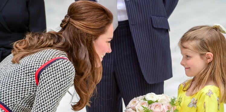 PHOTOS - Kate Middleton, qui s'est coupé les cheveux, est canon avec son carré long