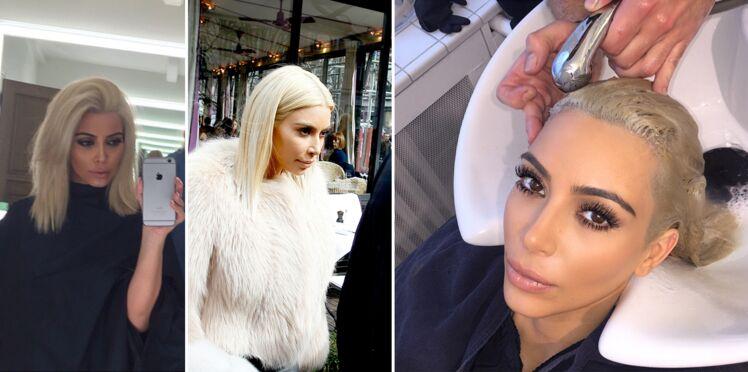 Kim Kardashian en blonde platine