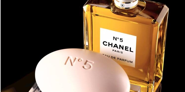 Le N°5 de Chanel se pare d'un flacon généreux pour Noël