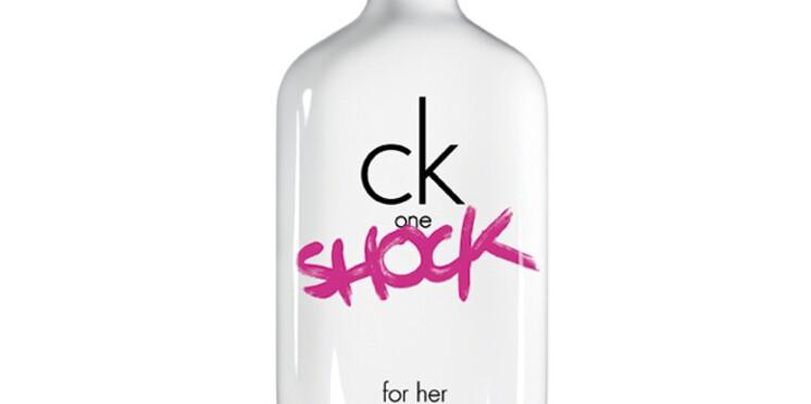 Ck one s'enrichit de deux nouvelles fragrances estivales pour hommes et femmes