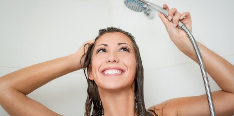 Découvrez pourquoi il ne faut jamais laver son visage sous la douche
