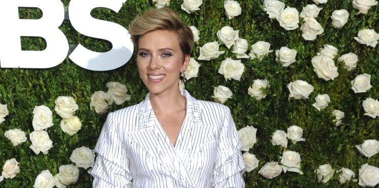 Photo : Scarlett Johansson change radicalement de couleur de cheveux