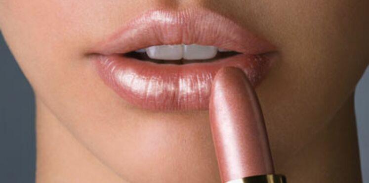 Un rouge à lèvres-gloss