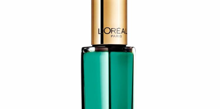 Le vert émeraude, couleur officielle de 2013, s'invite sur nos ongles!