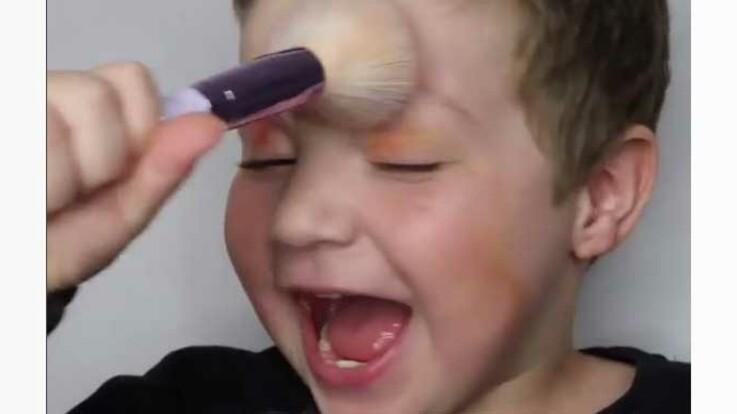Vidéo - Le fils d'une youtubeuse beauté se lance dans un tuto maquillage rigolo