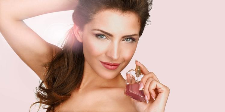 Parfums femme à offrir, 10 flacons roses d'exception