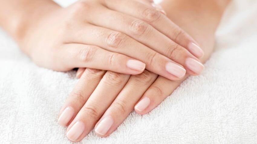 3 gestes simples pour réparer nos mains abîmées par le gel hydroalcoolique