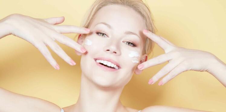 Gommage ou peeling, lequel choisir pour mon visage ?