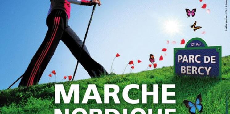 Les Parisiens initiés à la marche nordique juste avant l'été