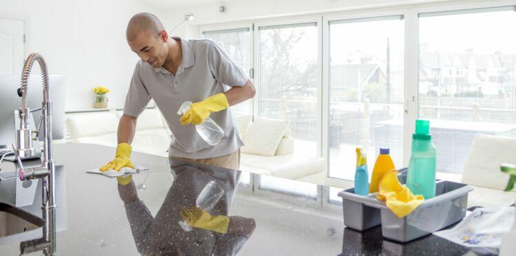 D'après la science, les hommes qui font le ménage sont plus heureux !