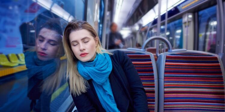 Découvrez pourquoi on se réveille toujours au bon arrêt lors d'une sieste dans les transports