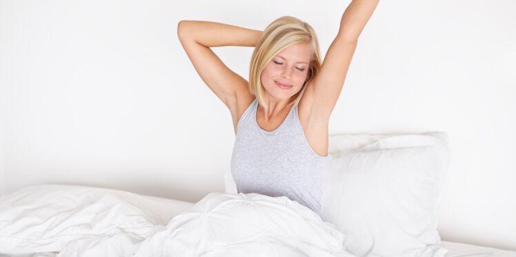 Vidéo - 4 exos à faire au saut du lit, pour bien commencer la journée !