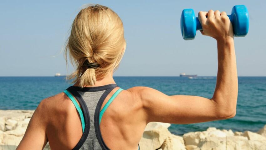 6 exercices avec des haltères pour des bras fins et sculptés