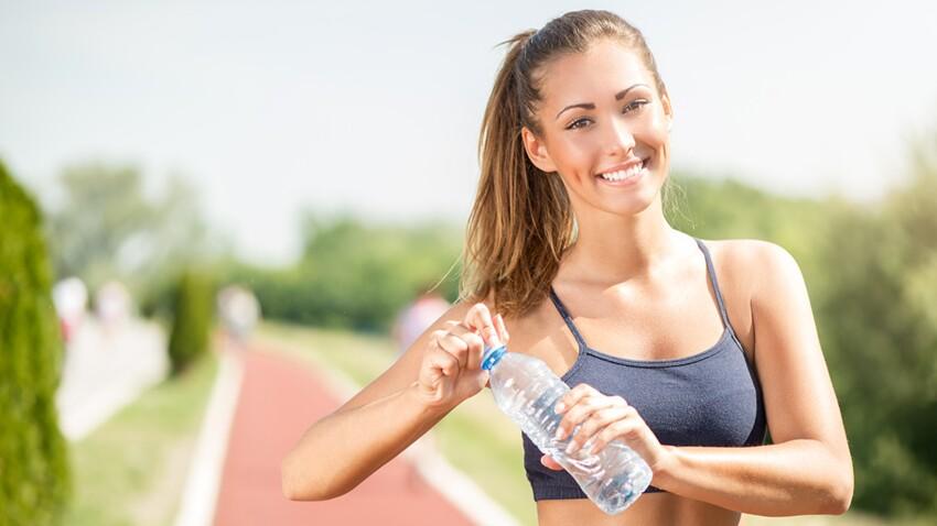 Renforcement musculaire : 5 exos avec des bouteilles d'eau