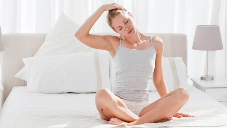 Mon cours de yoga en vidéo   je veux bien dormir   Femme Actuelle Le MAG 147b04e4613