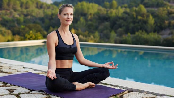 Mon cours de yoga en vidéo   je veux chasser le stress   Femme ... 7eb969da2c3