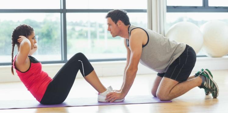 Fitness: 3 exercices pour travailler ses abdominaux en duo