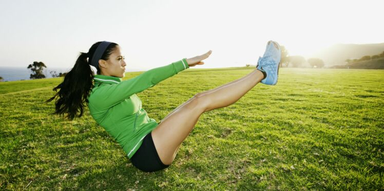 Ventre plat et taille fine: 3 exercices qui marchent vraiment! (vidéo)