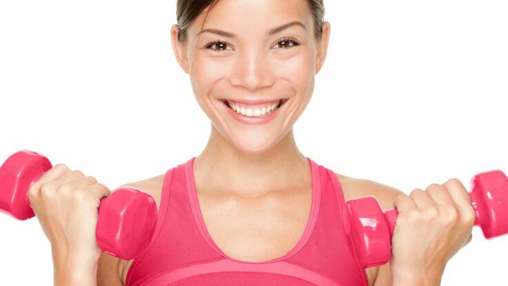 Muscler ses biceps avec des haltères