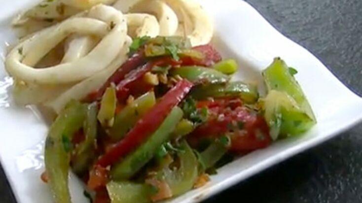Calamars aux poivrons et aux tomates à la plancha