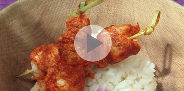 Vidéo : les brochettes de poulet tandoori et ses aubergines grillées