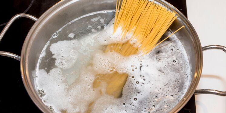 Comment éviter que l'eau des pâtes déborde ?