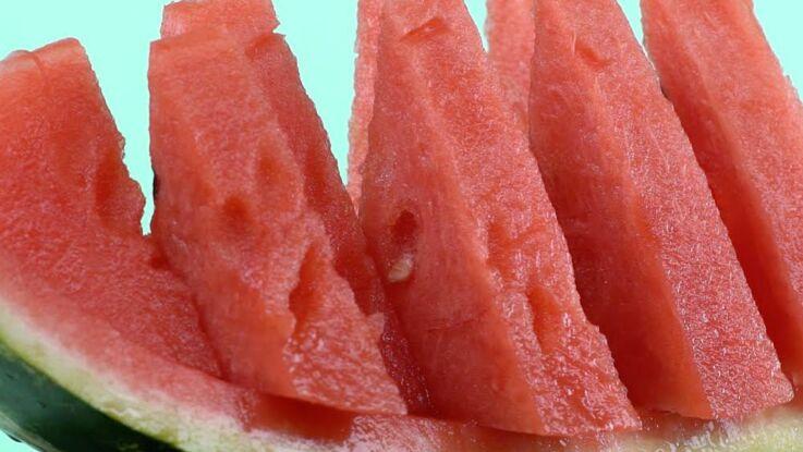 Comment préparer facilement des tranches de pastèque ?