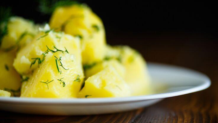L'astuce géniale pour éplucher les pommes de terre en 2 secondes