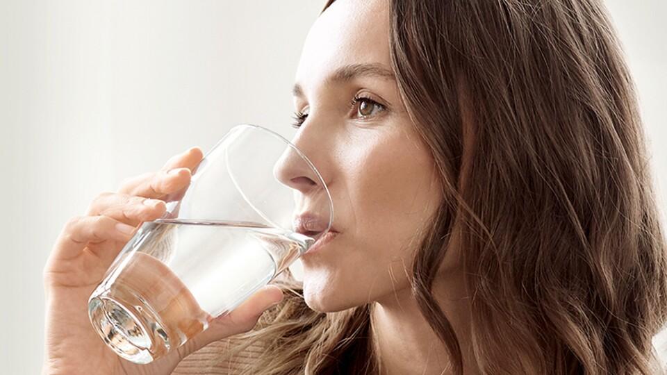 Une eau au goût plus agréable, c'est possible avec la carafe filtrante !