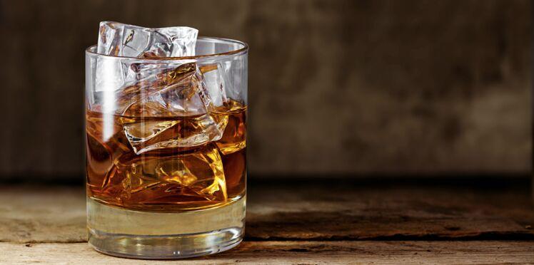 Un peu d'eau sublimerait le goût du whisky
