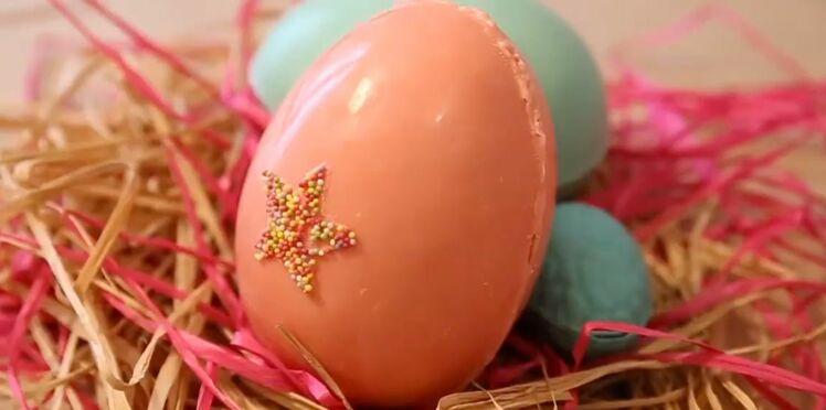 Un oeuf de Pâques en chocolat à mouler