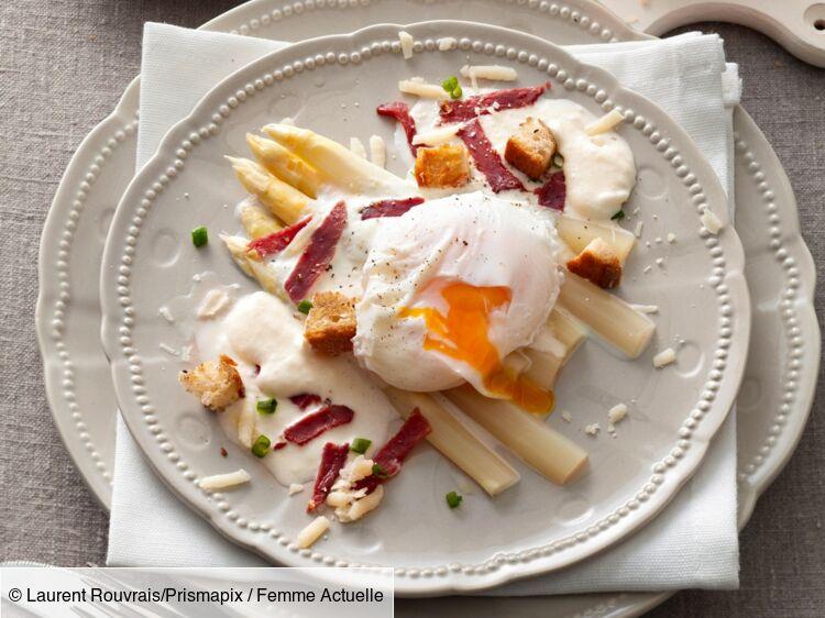 asperges œufs poches et espuma de parmesan