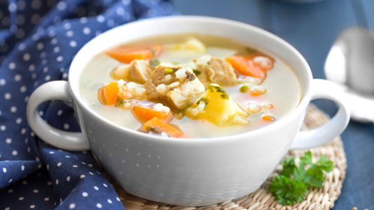 La recette de la soupe de poulet aux légumes en vidéo